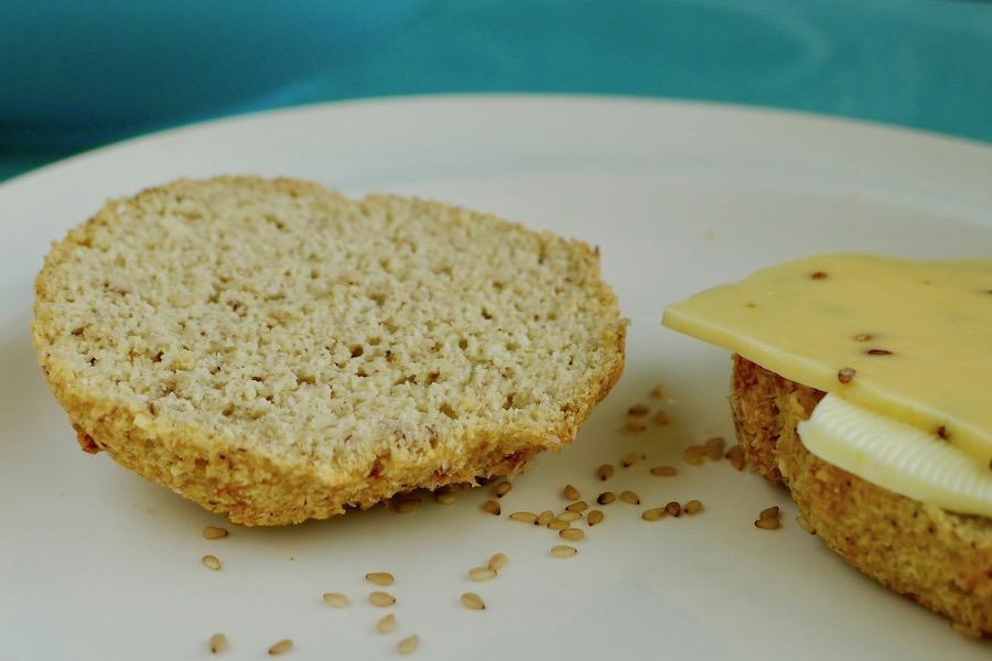 Koolhydraatarme broodjes zonder amandelmeel, ketogeen recept ~ minder koolhydraten, maximale smaak ~ www.con-serveert.nl